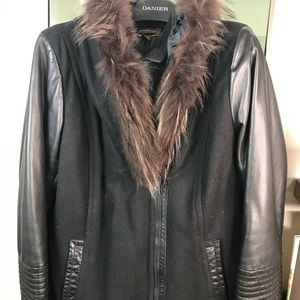 Hooded winter jacket w fur collar